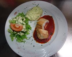 Escalope de poulet farcie au fromage corse,coppa,tomate confite
